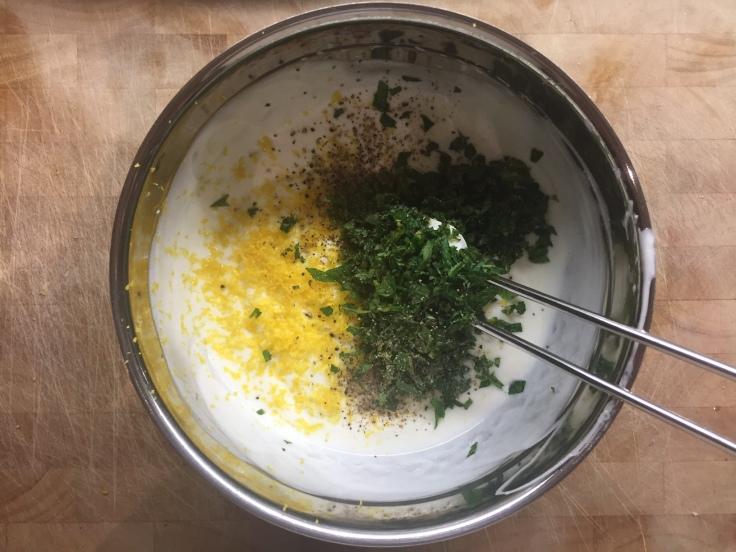 Prettaly_Cauliflower_Chickpea_Mint-Joghurt.jpg