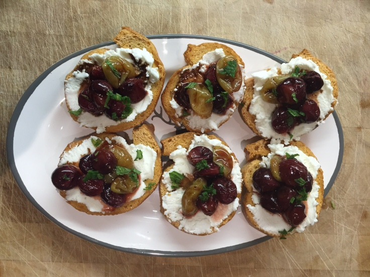 Prettaly_Caramalized_Grape_Crostini_with_GoatCheese.jpg
